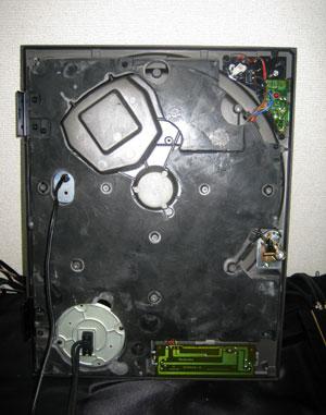 Technics SL1200MK3の裏蓋を外したところ