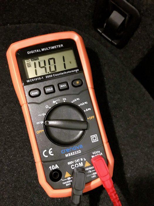 テスターで電圧測定