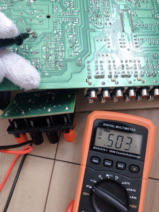 電解コンデンサの放電を確認