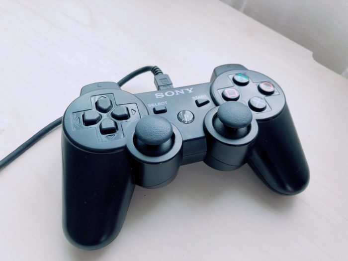 Nintendo SwitchにPS4/PS3のコントローラを接続するUSBアダプター